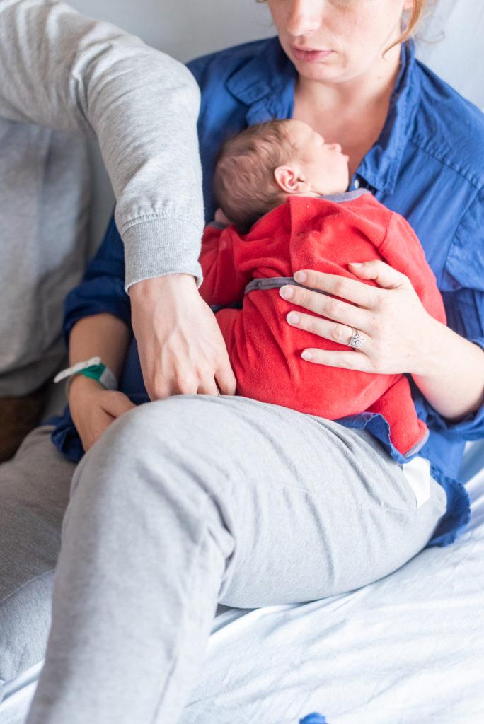 Photos de naissance en maternité Christophe Lefebvre photographe papa et maman