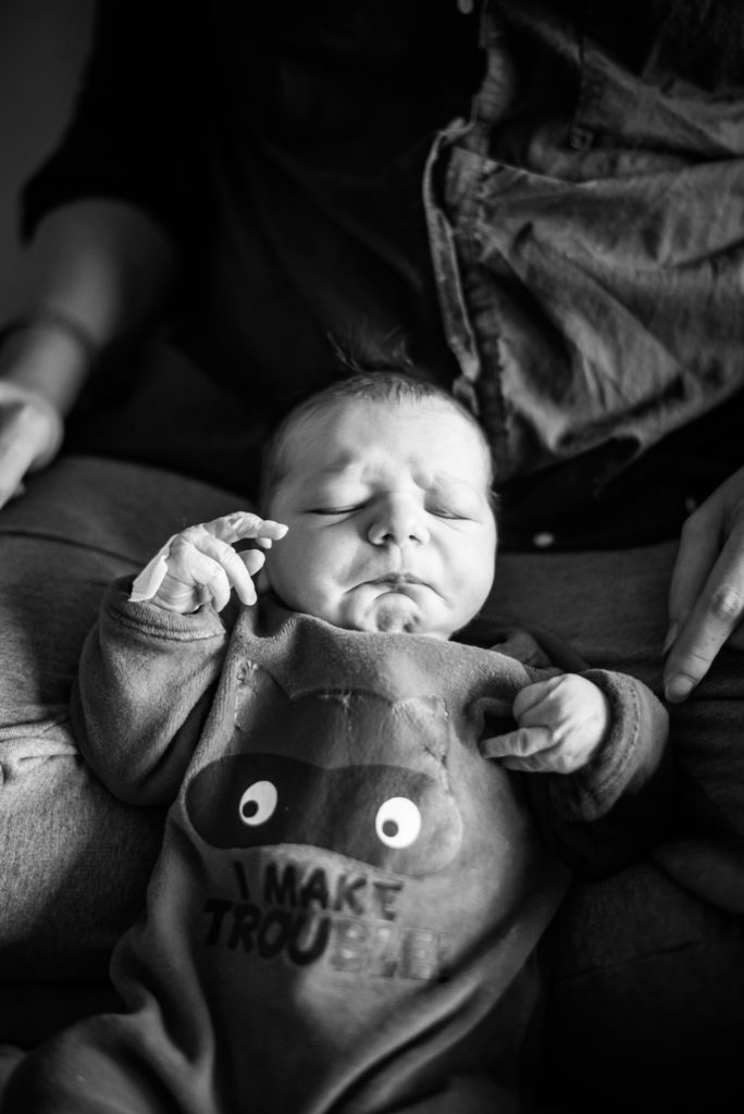 Photos de naissance en maternité Christophe Lefebvre photographe noir et blanc