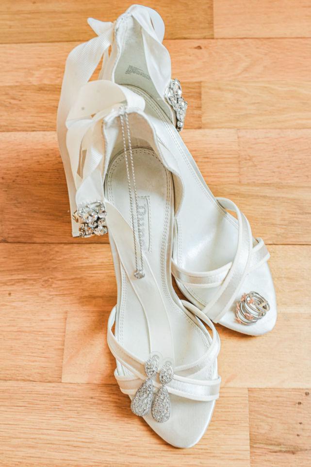 Mariage au Château d'Aveny CHrisotphe Lefebvre Photographe Préparatifs Chaussures