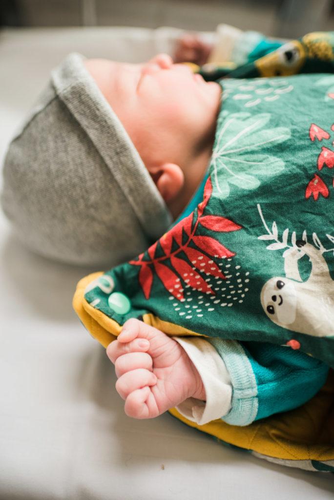 Photo nouveau né maternité bébé détail main 1
