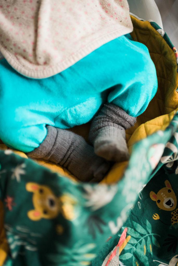 Photo nouveau né maternité bébé détail pieds