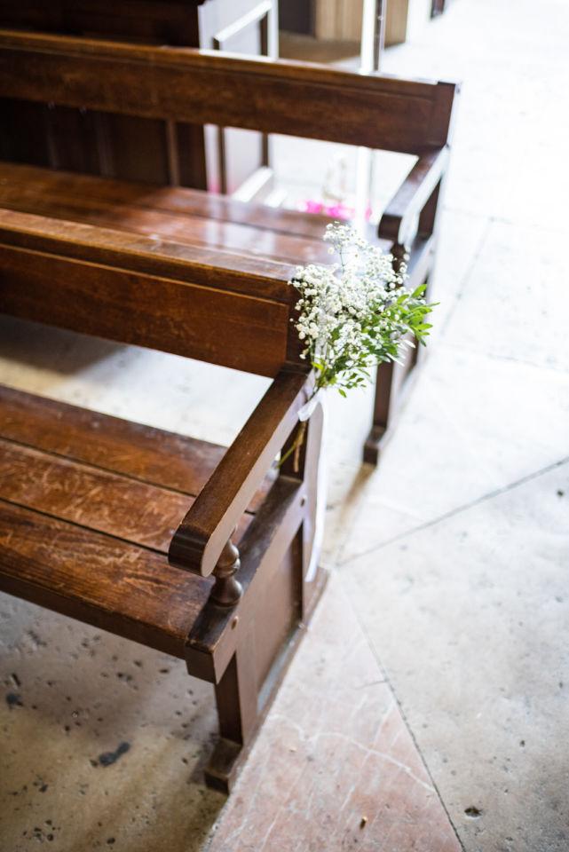 Mariage Paroisse Saint Germain - Intérieur les bancs fleur Christophe Lefebvre Photographe 1